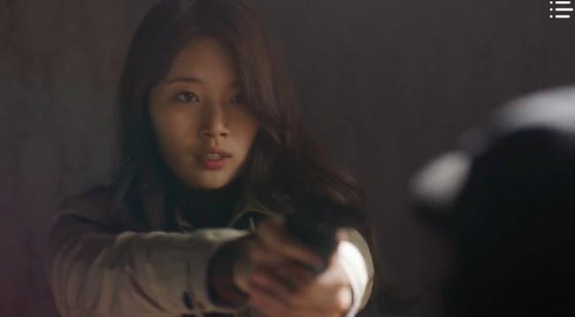 """""""Vagabond"""" tập 3: """"Nín thở"""" xem Lee Seung Gi và Suzy với đọ súng với khủng bố, ai ngờ bạn thân lại có ngày lật mặt thế này! - Ảnh 7."""