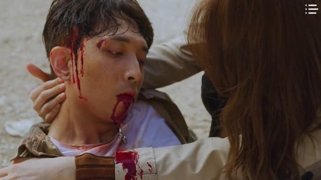 """""""Vagabond"""" tập 3: """"Nín thở"""" xem Lee Seung Gi và Suzy với đọ súng với khủng bố, ai ngờ bạn thân lại có ngày lật mặt thế này! - Ảnh 16."""