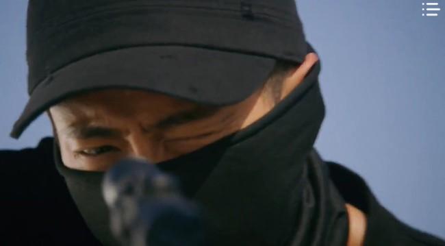 """""""Vagabond"""" tập 3: """"Nín thở"""" xem Lee Seung Gi và Suzy với đọ súng với khủng bố, ai ngờ bạn thân lại có ngày lật mặt thế này! - Ảnh 17."""