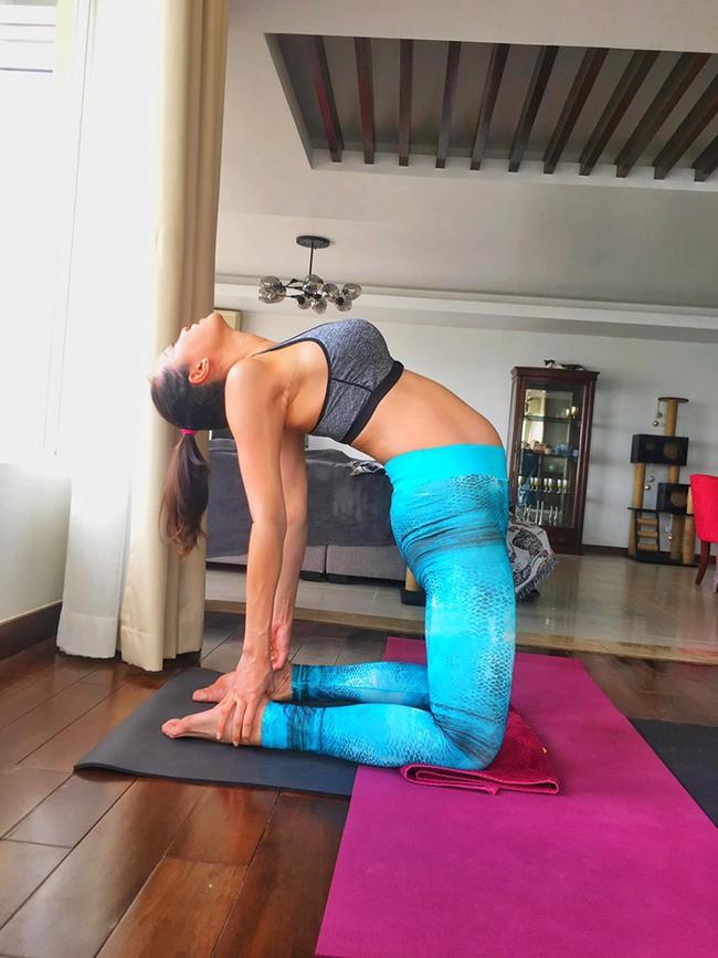 """MC Phương Mai xứng danh """"bà bầu táo bạo nhất"""" khi thực hiện động tác yoga cực khó ở tháng thứ 8 thai kỳ - Ảnh 2."""