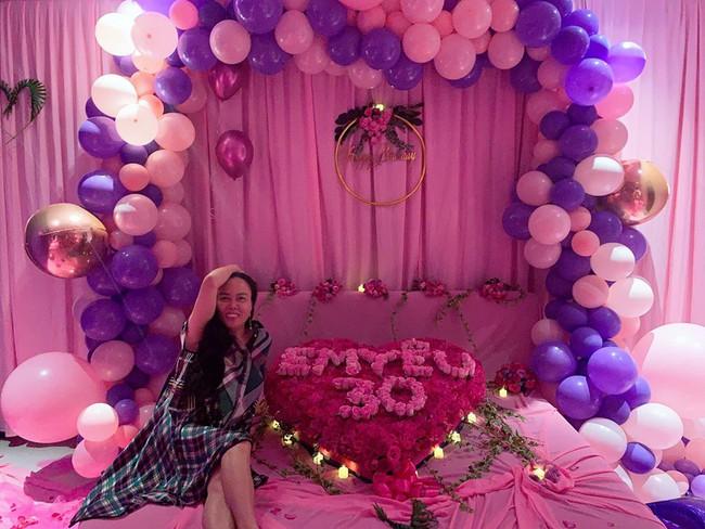 """Chi nửa tỷ đổi style nhưng Phượng Chanel vẫn """"hiện nguyên hình"""" tại sinh nhật Ngọc Trinh: Là tiếc đồ cũ hay còn lý do sâu xa khác? - Ảnh 2."""