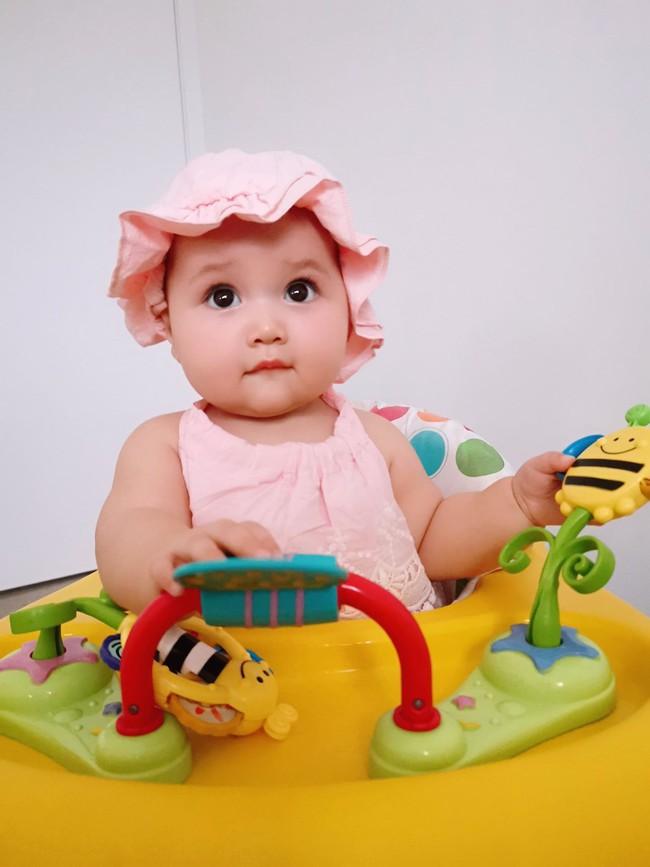 Mẹ trẻ khoe cô con gái cực dễ thương nhưng các mẹ bỉm lại say mê đếm số ngấn của bé - Ảnh 8.