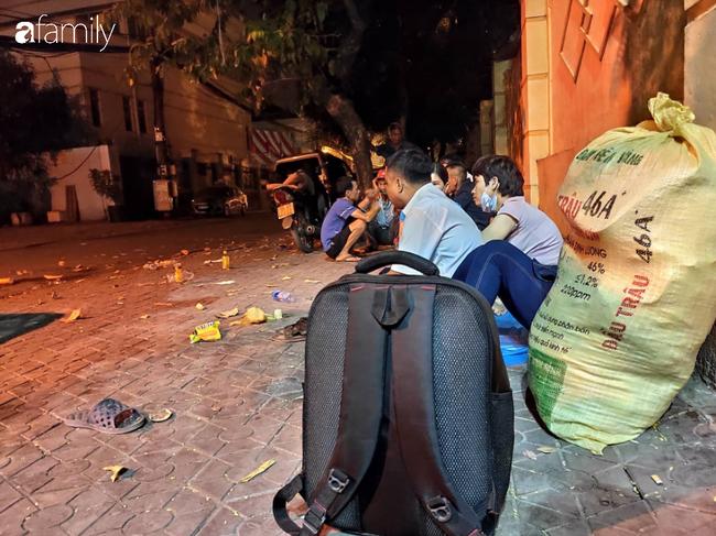 """Anh trai nam tài xế xe ôm công nghệ nghi bị sát hại ở Hà Nội: """"Nhìn thấy em tôi rụng rời chân tay, em nằm úp đầu vẫn còn đội mũ""""  - Ảnh 2."""
