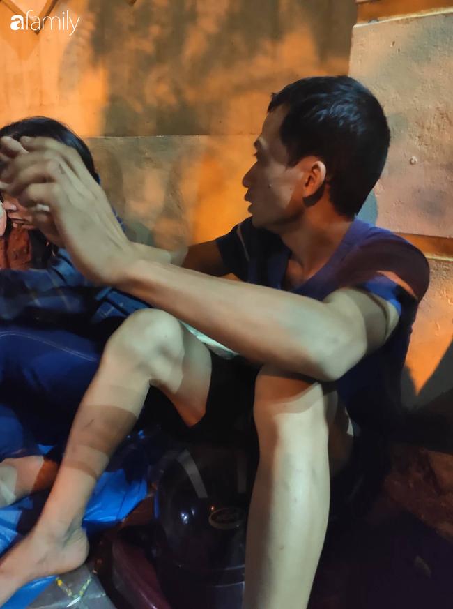 """Anh trai nam tài xế xe ôm công nghệ nghi bị sát hại ở Hà Nội: """"Nhìn thấy em tôi rụng rời chân tay, em nằm úp đầu vẫn còn đội mũ""""  - Ảnh 3."""
