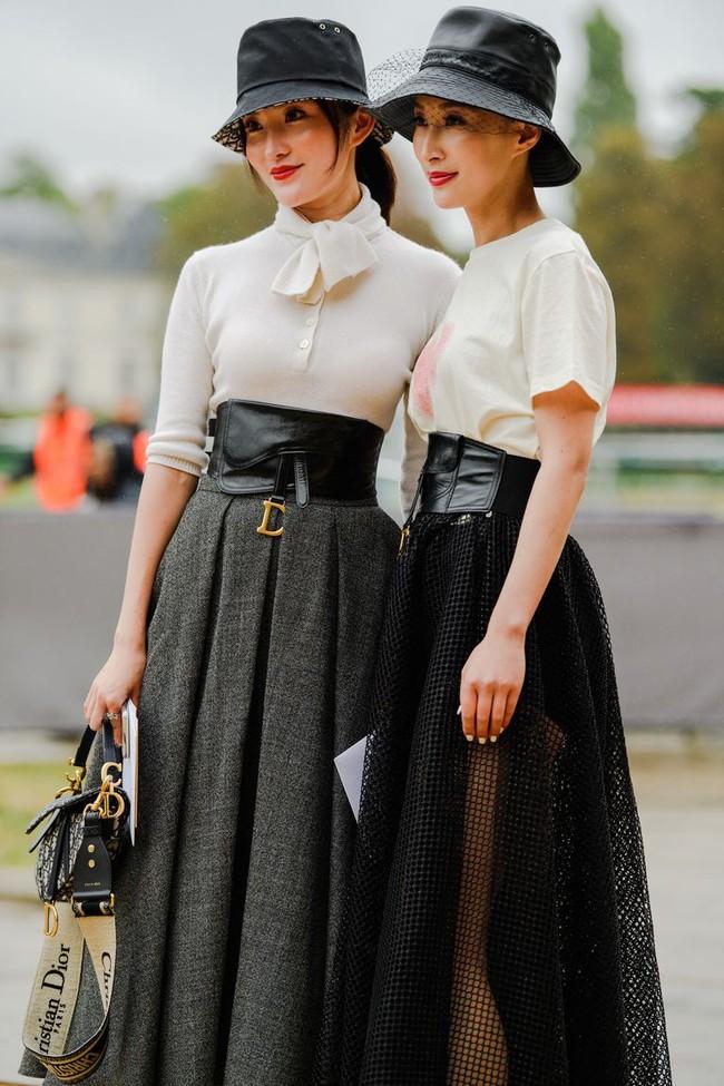 Ngắm street style tại Tuần lễ thời trang Paris, nàng công sở cũng rút ra được vô số tips mix đồ cho mùa mới  - Ảnh 1.