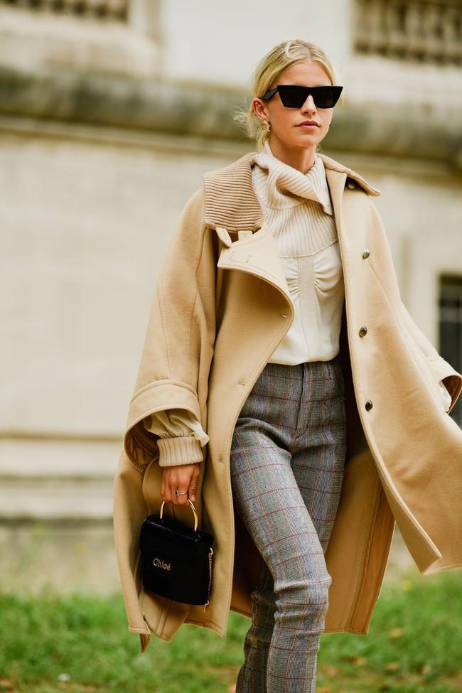 Ngắm street style tại Tuần lễ thời trang Paris, nàng công sở cũng rút ra được vô số tips mix đồ cho mùa mới  - Ảnh 6.