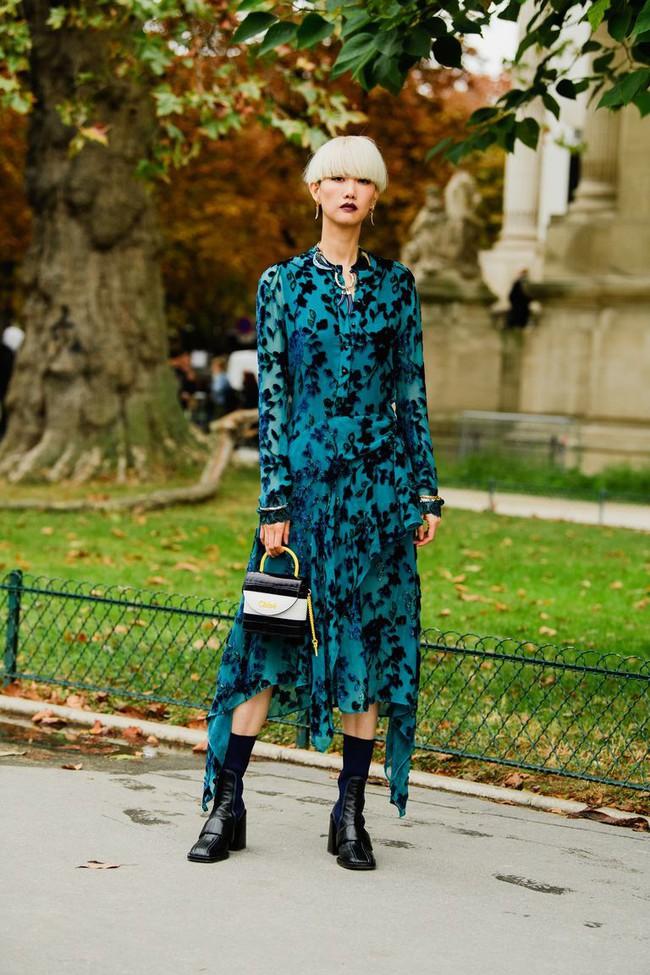 Ngắm street style tại Tuần lễ thời trang Paris, nàng công sở cũng rút ra được vô số tips mix đồ cho mùa mới  - Ảnh 7.