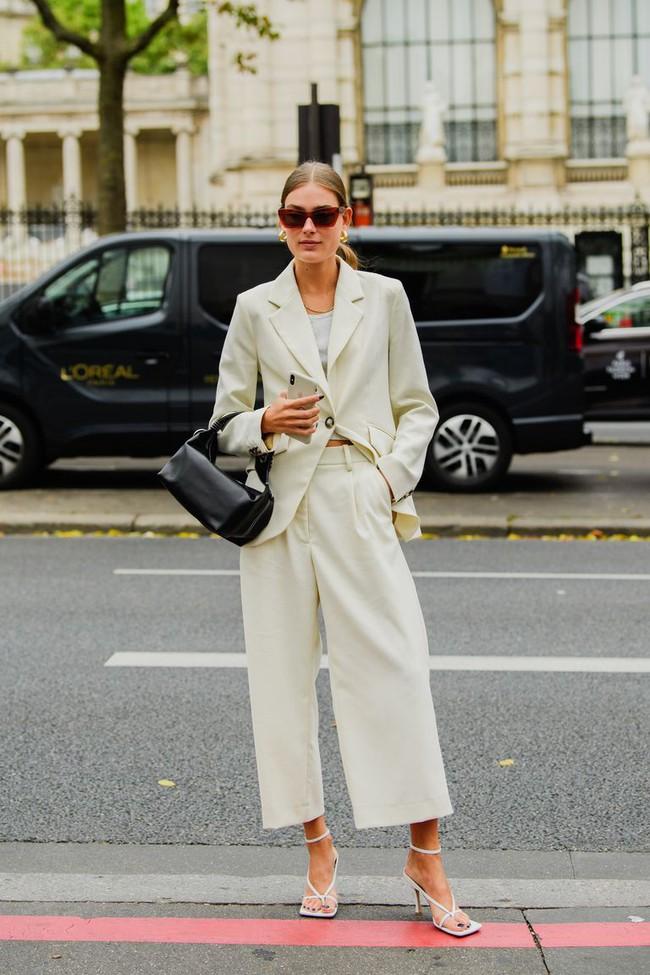 Ngắm street style tại Tuần lễ thời trang Paris, nàng công sở cũng rút ra được vô số tips mix đồ cho mùa mới  - Ảnh 9.