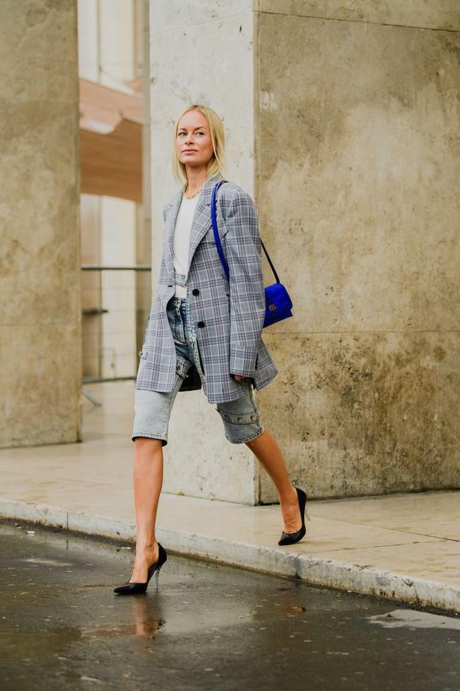 Ngắm street style tại Tuần lễ thời trang Paris, nàng công sở cũng rút ra được vô số tips mix đồ cho mùa mới  - Ảnh 12.