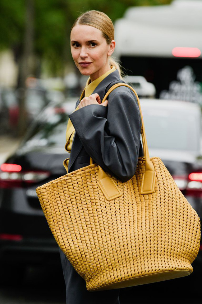 Ngắm street style tại Tuần lễ thời trang Paris, nàng công sở cũng rút ra được vô số tips mix đồ cho mùa mới  - Ảnh 15.