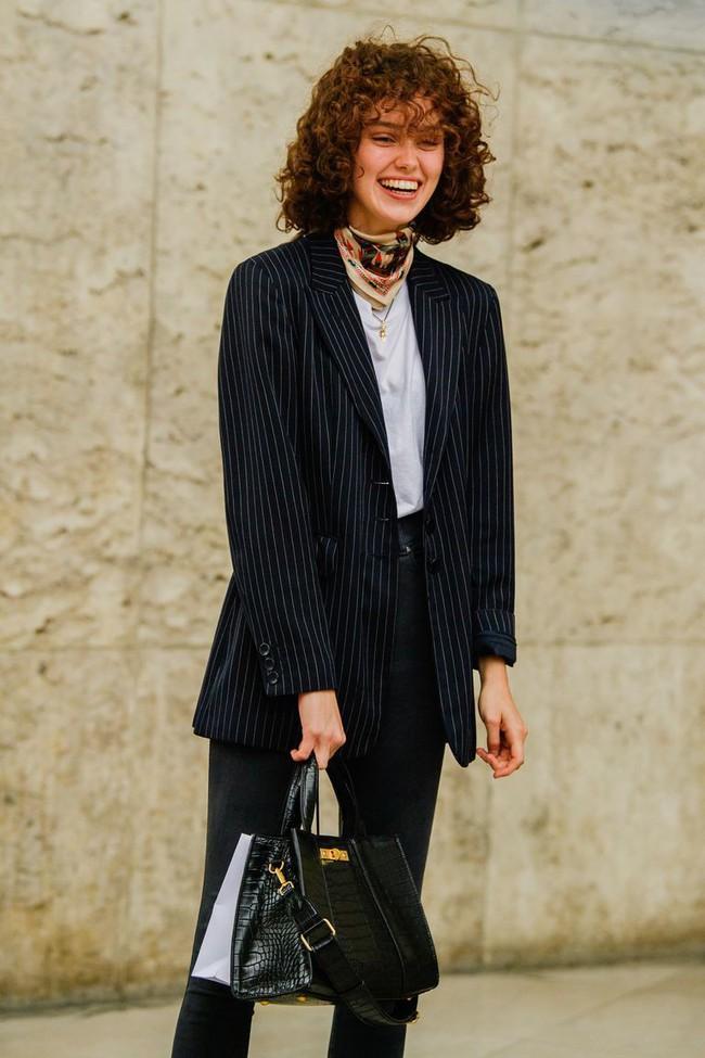 Ngắm street style tại Tuần lễ thời trang Paris, nàng công sở cũng rút ra được vô số tips mix đồ cho mùa mới  - Ảnh 16.