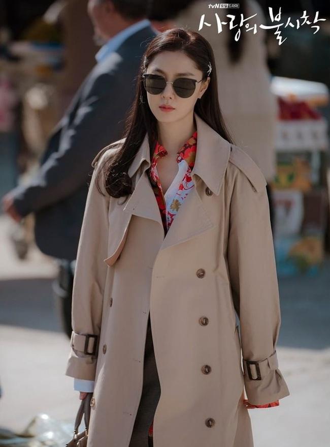 Crash Landing On You: Son Ye Jin đang bị hôn thê của Hyun Bin lấn lướt bằng style chanh sả, đúng chất tiểu thư Bắc Hàn?  - Ảnh 3.