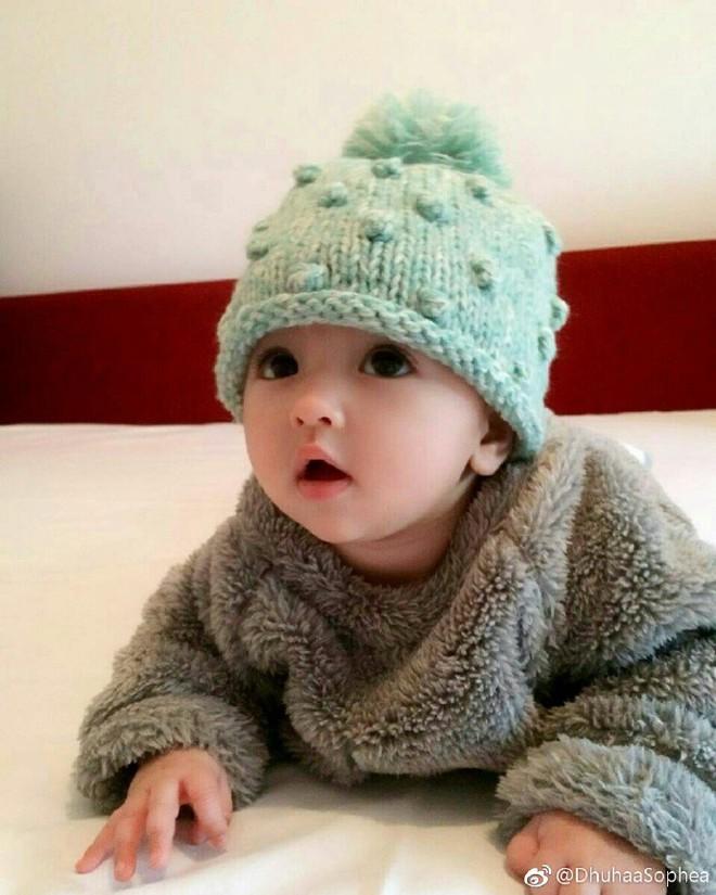 """Lại thêm 1 em bé lai có đôi mắt đẹp hút hồn khiến fan hâm mộ """"phát sốt"""" - Ảnh 4."""