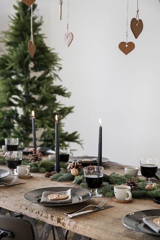 Trang trí bàn ăn thật lung linh và ấm cúng cho đêm Giáng sinh an lành - Ảnh 17.