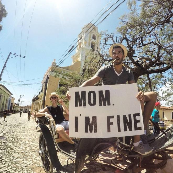 Chàng trai có trách nhiệm nhất quả đất khi đi du lịch luôn cầm tấm bảng Mom, Im fine để trấn an mẹ mình - Ảnh 23.