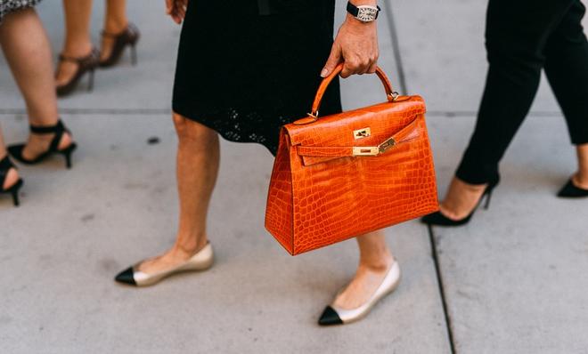 Nghe tư vấn của nhà thiết kế về chiếc túi hoàn hảo cho từng độ tuổi 20, 30 và 40 - Ảnh 7.
