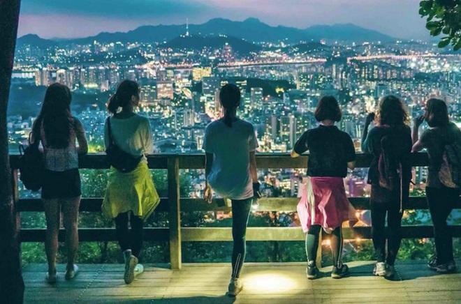 Yolo, phong cách sống ngày càng gia tăng của người Hàn Quốc: một mình không hẳn buồn, nhiều người chưa chắc vui - Ảnh 1.
