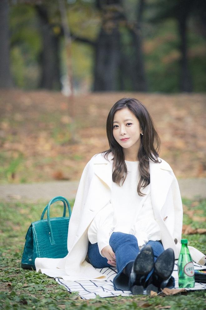 Mỹ nhân không tuổi Kim Hee Sun dát hàng hiệu không đếm xuể trong Phẩm chất quý cô - Ảnh 7.