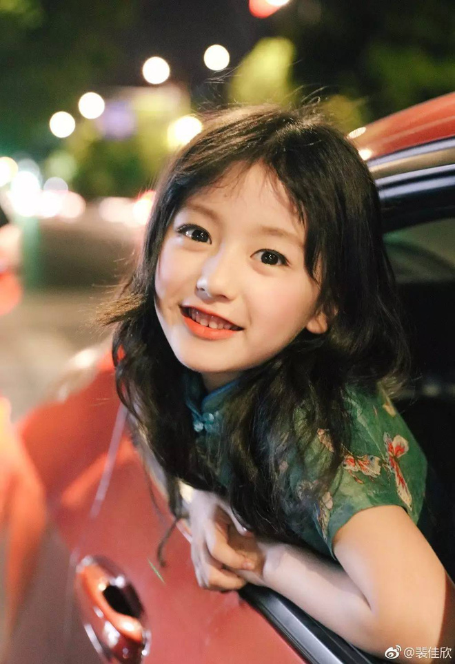 Thiên thần nhí 8 tuổi xinh lung linh, giống Kim Ji Won như tạc - Ảnh 2.