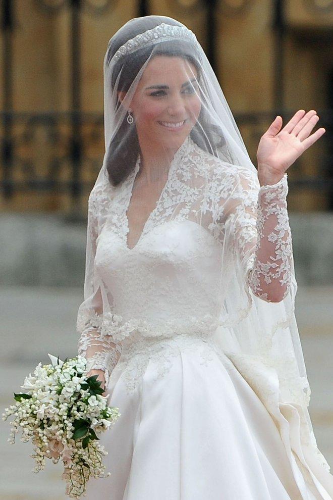 10 điều bí mật làm nên sức hút vượt trời gian của mẫu váy cưới mà Công nương Kate mặc  - Ảnh 3.