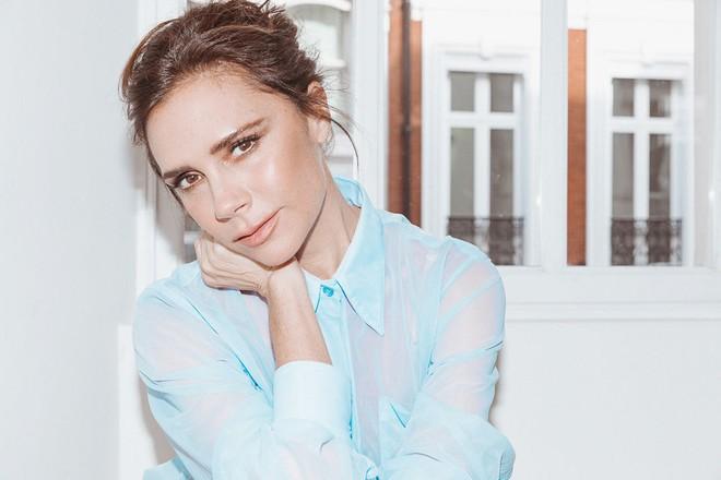 Victoria Beckham bật mí loạt sản phẩm làm đẹp giúp cô luôn đẹp rạng rỡ - Ảnh 1.