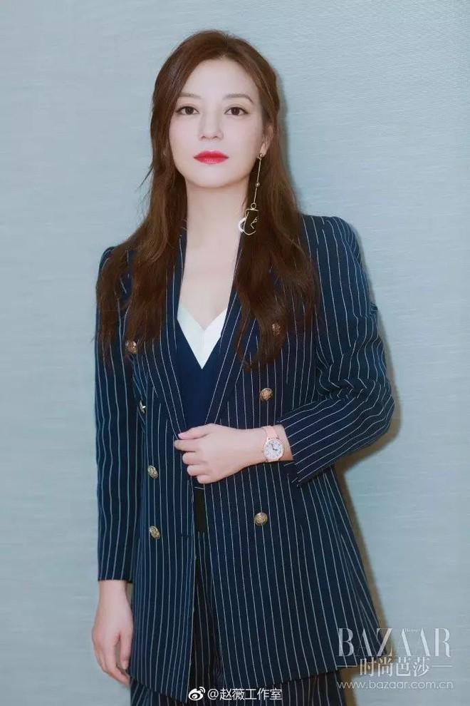 Cứ sang thu là 5 mẫu áo khoác quen thuộc này lại được loạt người đẹp Hoa ngữ lăng xê nhiệt tình - Ảnh 1.