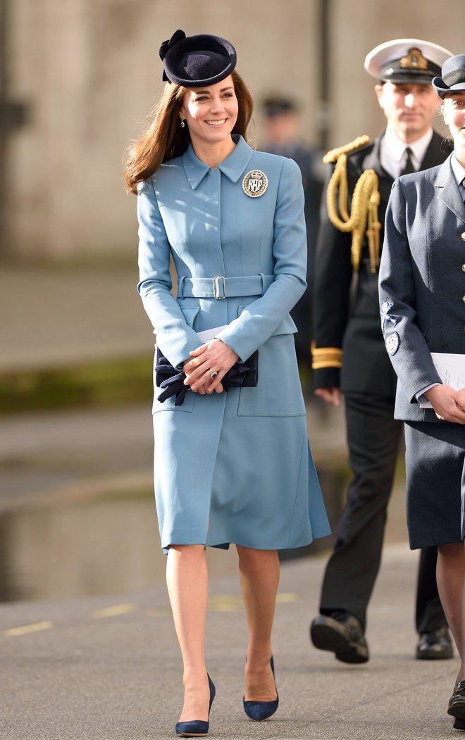 Mặc đẹp là thế, nhưng Công nương Kate cũng từng có vô số màn đụng độ khó phân cao thấp với 1 vị Hoàng hậu - Ảnh 1.