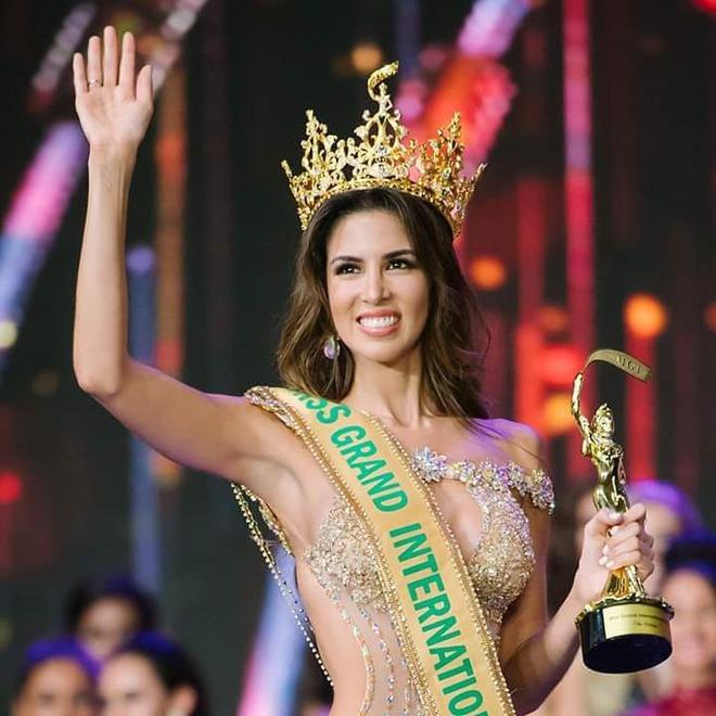 Quyến rũ trên sân khấu là vậy, nhưng ngoài đời Tân Hoa hậu Miss Grand lại sở hữu style cá tính hoàn toàn - Ảnh 1.