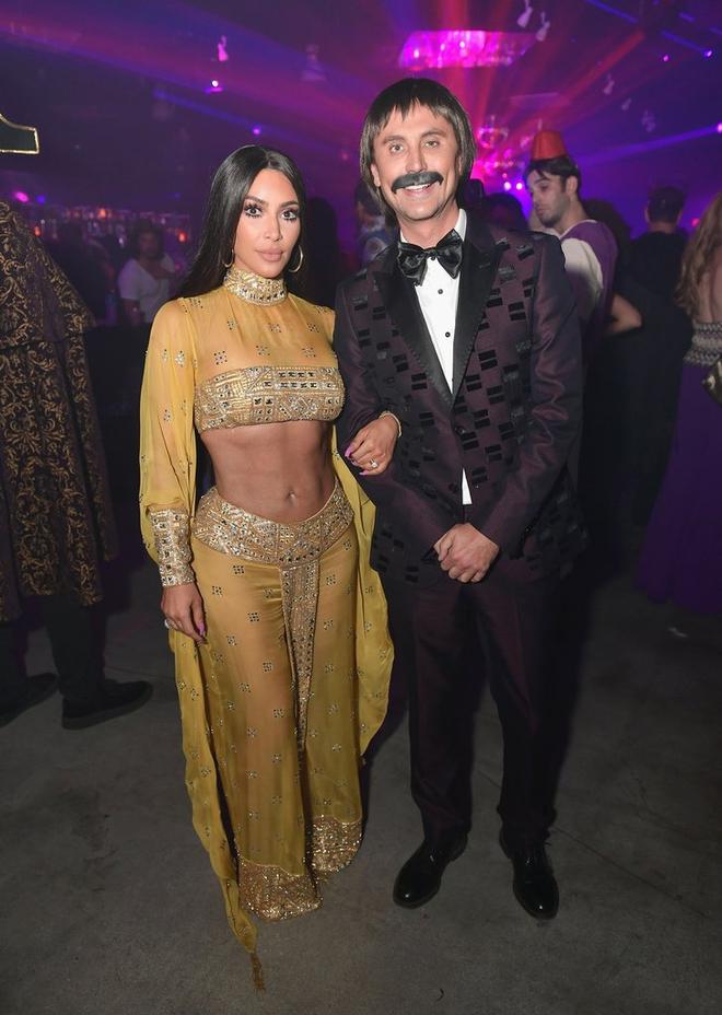 Hóa thân hết người này đến người khác, Kim Kardashian chính là nữ hoàng Halloween năm nay - Ảnh 2.