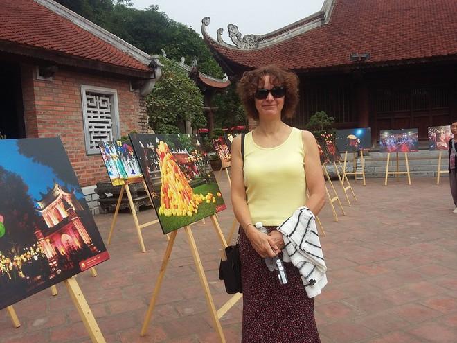 Nét truyền thống Việt tại triển lãm Thu Vọng Nguyệt đốn tim khách nước ngoài