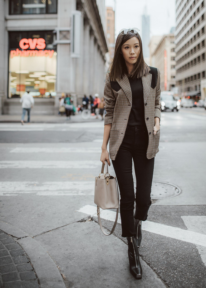 Blazer và jeans chính là combo được các quý cô châu Á ưu ái nhất tuần qua - Ảnh 1.