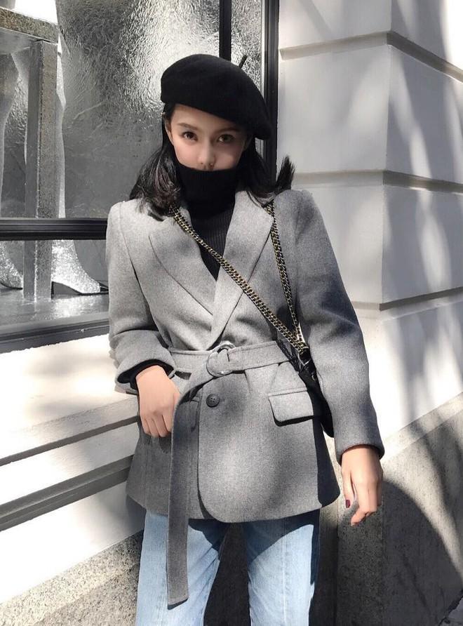Cứ đến mùa lạnh là 7 mẫu áo khoác ấm áp này lại được các cô nàng thi nhau chưng diện - Ảnh 1.
