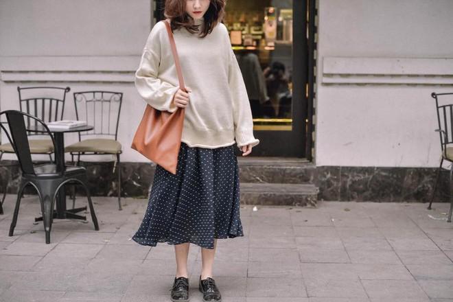 Để sắm áo len thật xinh diện trong mùa đông này, đừng bỏ qua 8 gợi ý dưới đây - Ảnh 1.