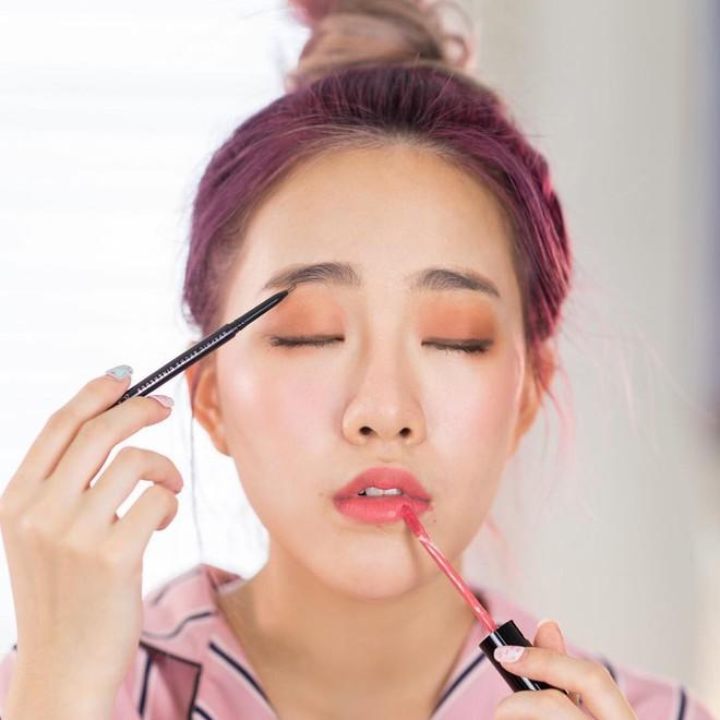 Chuyên gia makeup chỉ ra những lỗi khi trang điểm mắt mà các nàng thường mắc phải - Ảnh 1.