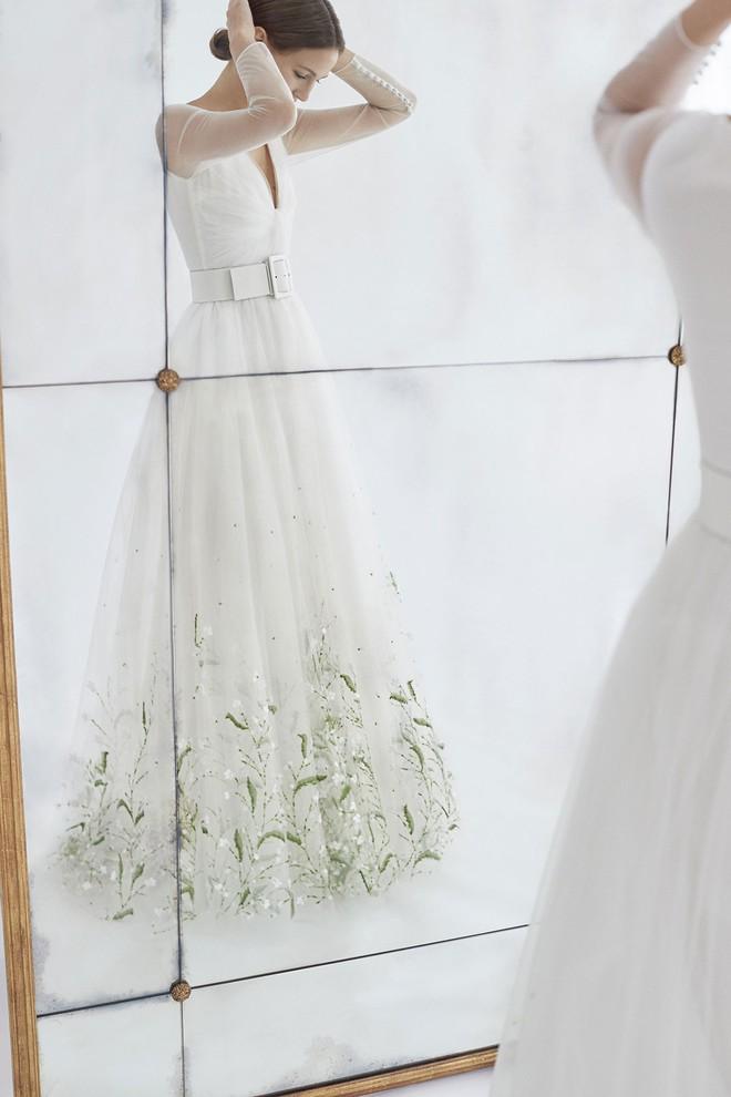 Sang năm mới cưới, nhưng đã có loạt dự đoán về chiếc váy mà hôn thê của Hoàng tử Harry sẽ mặc  - Ảnh 5.