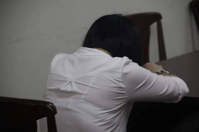 Người mẹ lỡ tay giết chết con riêng vì sợ chồng bạc đãi bị VKS đề nghị 3 - 4 năm tù - Ảnh 1.