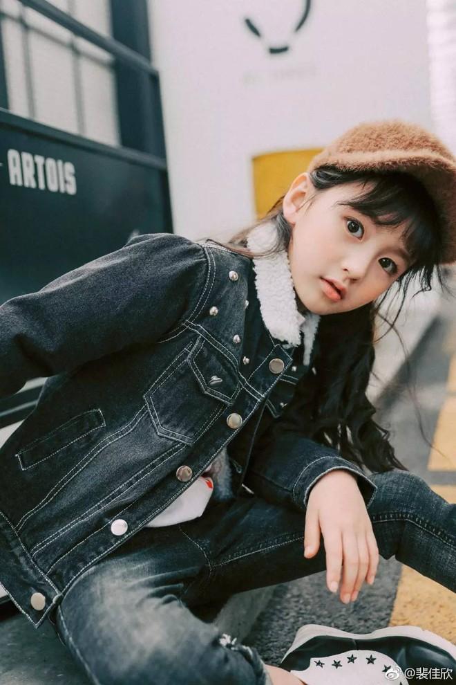 Thiên thần nhí 8 tuổi xinh lung linh, giống Kim Ji Won như tạc - Ảnh 23.