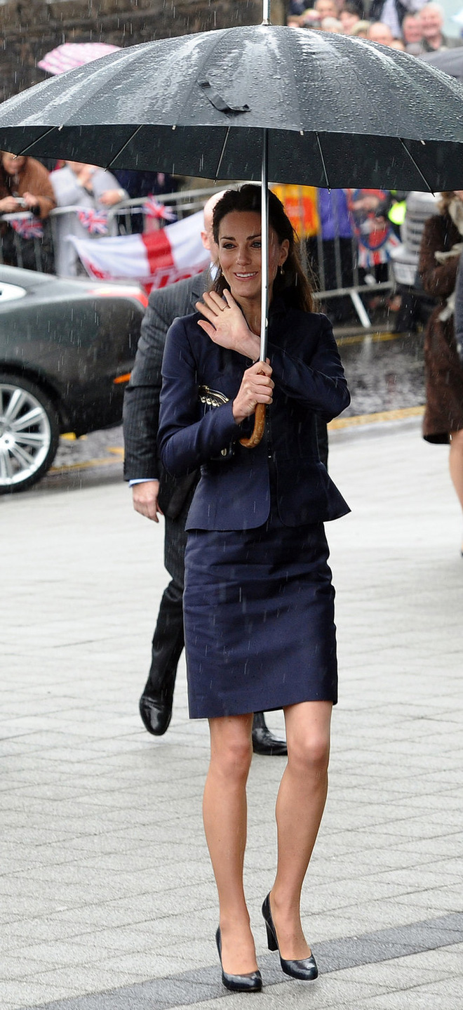 Từ năm ngoái đến năm nay mà set đồ của Công nương Kate vẫn giống y chang nhau - Ảnh 3.