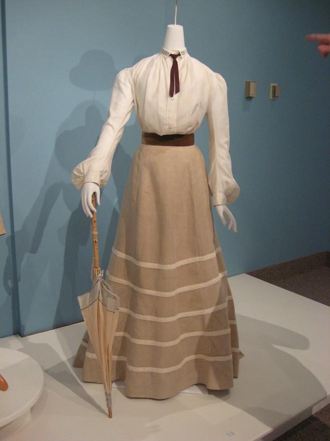 Ngược dòng về quá khứ xem sự thay đổi của chân váy qua từng thời kỳ - Ảnh 2.