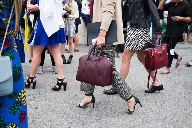 Nghe tư vấn của nhà thiết kế về chiếc túi hoàn hảo cho từng độ tuổi 20, 30 và 40 - Ảnh 8.