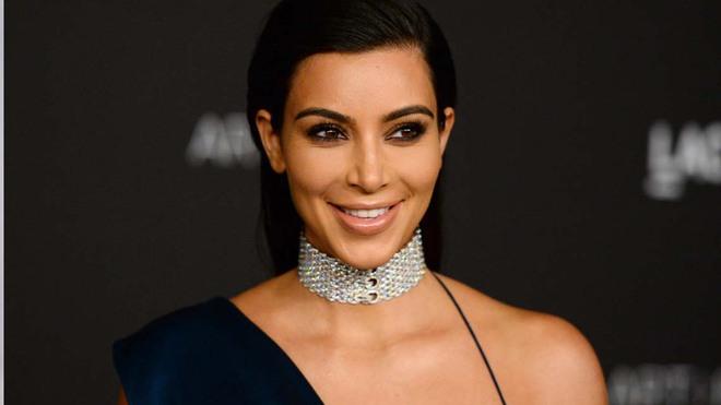 Ra đường có thể quên đánh son, chứ sản phẩm tạo khối thì Kim Kardashian không bao giờ quên - Ảnh 3.
