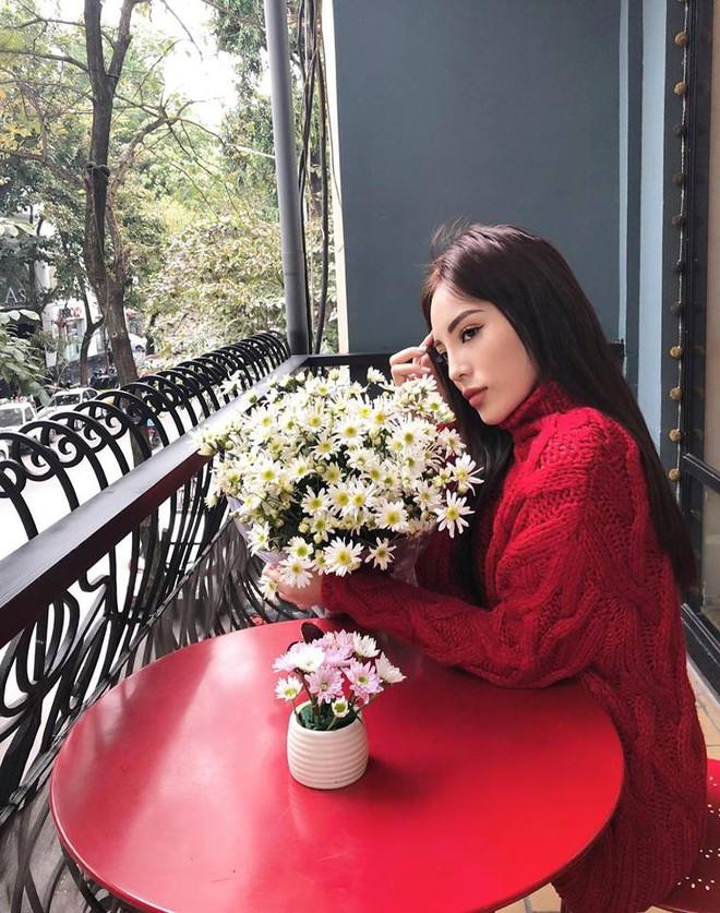 Đông này muốn diện áo len thật thời thượng, hãy học tập từ street style của các người đẹp Vbiz - Ảnh 2.