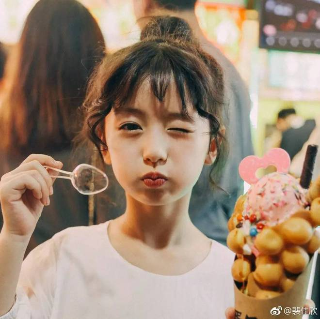 Thiên thần nhí 8 tuổi xinh lung linh, giống Kim Ji Won như tạc - Ảnh 3.