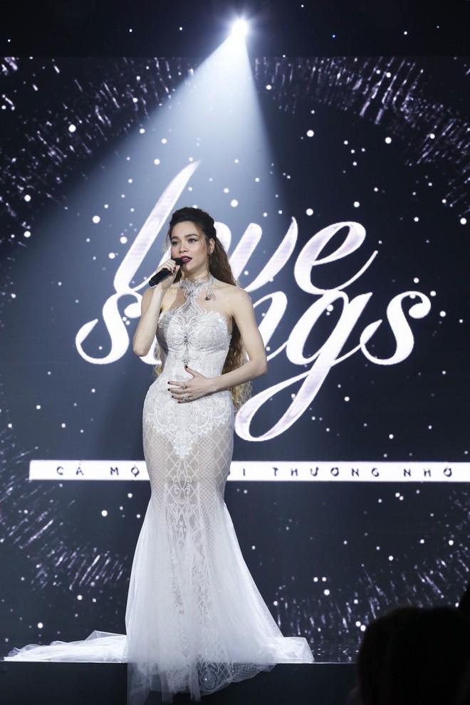 Từ khi yêu Kim Lý, trang phục biểu diễn của Hồ Ngọc Hà kín đáo và tinh tế hơn hẳn - Ảnh 9.