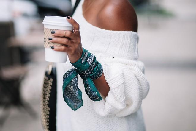 7 kiểu thắt khăn cơ bản để bạn bung lụa trong mùa lạnh sắp tới - Ảnh 3.
