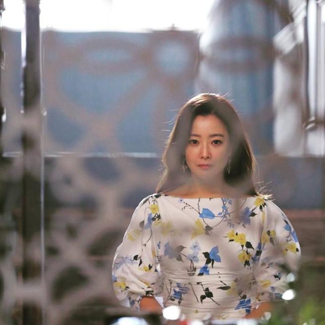 Mỹ nhân không tuổi Kim Hee Sun dát hàng hiệu không đếm xuể trong Phẩm chất quý cô - Ảnh 10.
