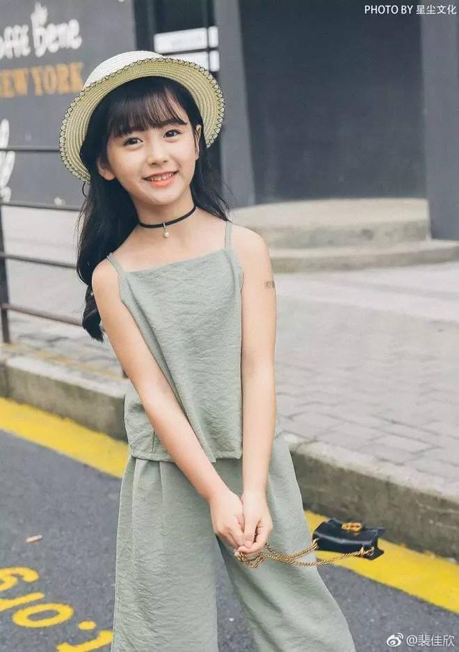 Thiên thần nhí 8 tuổi xinh lung linh, giống Kim Ji Won như tạc - Ảnh 17.