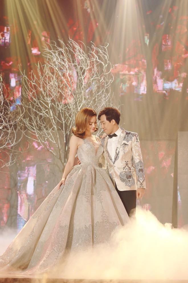 Từ khi yêu Kim Lý, trang phục biểu diễn của Hồ Ngọc Hà kín đáo và tinh tế hơn hẳn - Ảnh 10.