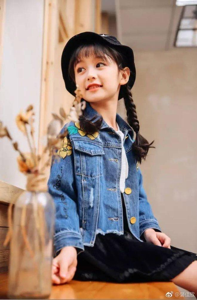 Thiên thần nhí 8 tuổi xinh lung linh, giống Kim Ji Won như tạc - Ảnh 26.