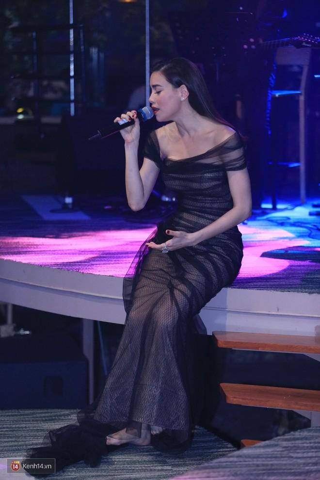 Từ khi yêu Kim Lý, trang phục biểu diễn của Hồ Ngọc Hà kín đáo và tinh tế hơn hẳn - Ảnh 8.